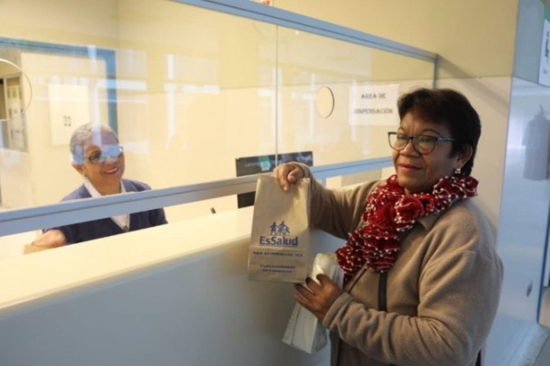 EsSalud se suma a la campaña de reducir el uso de plástico en sus establecimientos de salud.