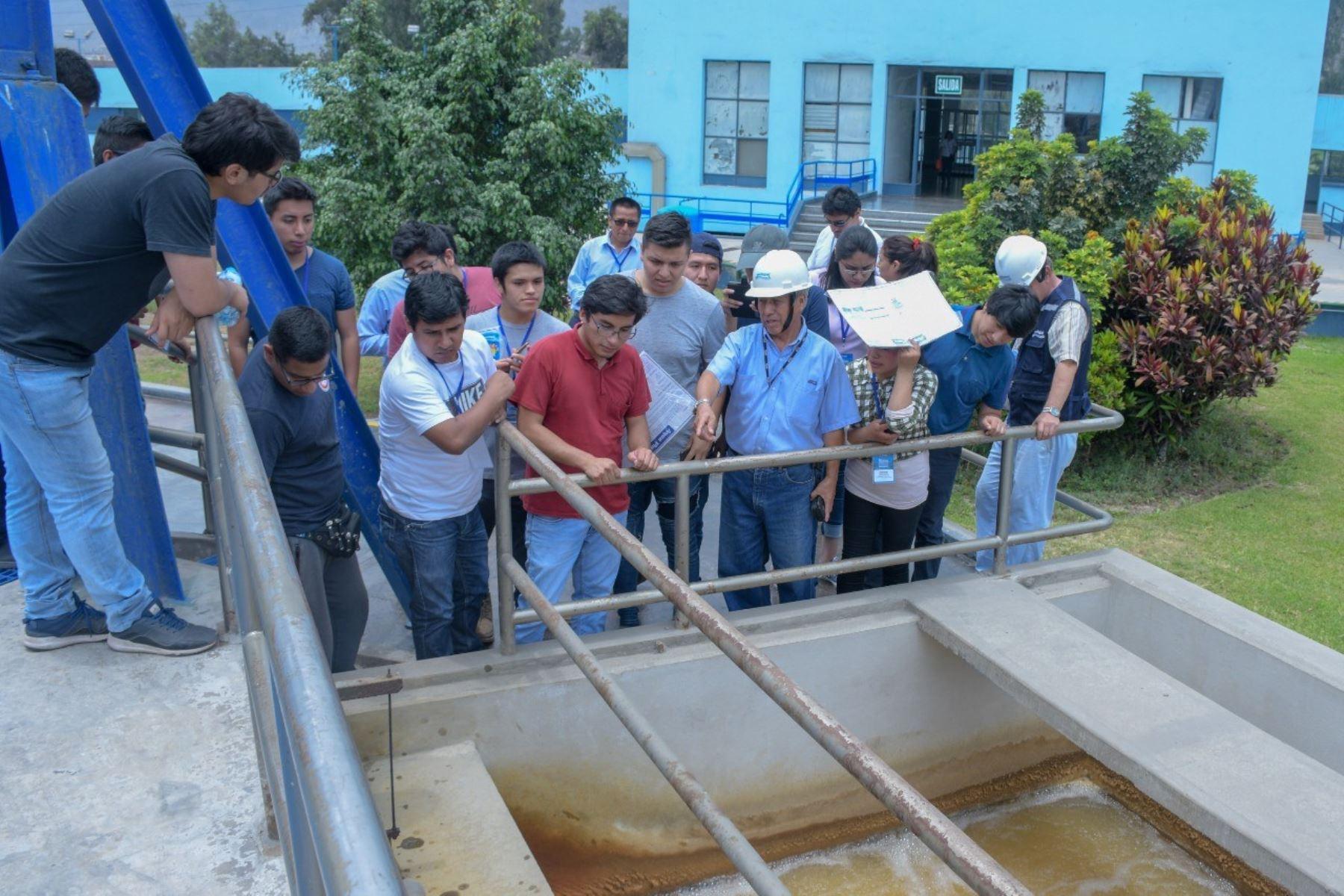 Sunass convoca a jóvenes profesionales con vocación de servicio para que sigan el curso de extensión universitaria sobre saneamiento.