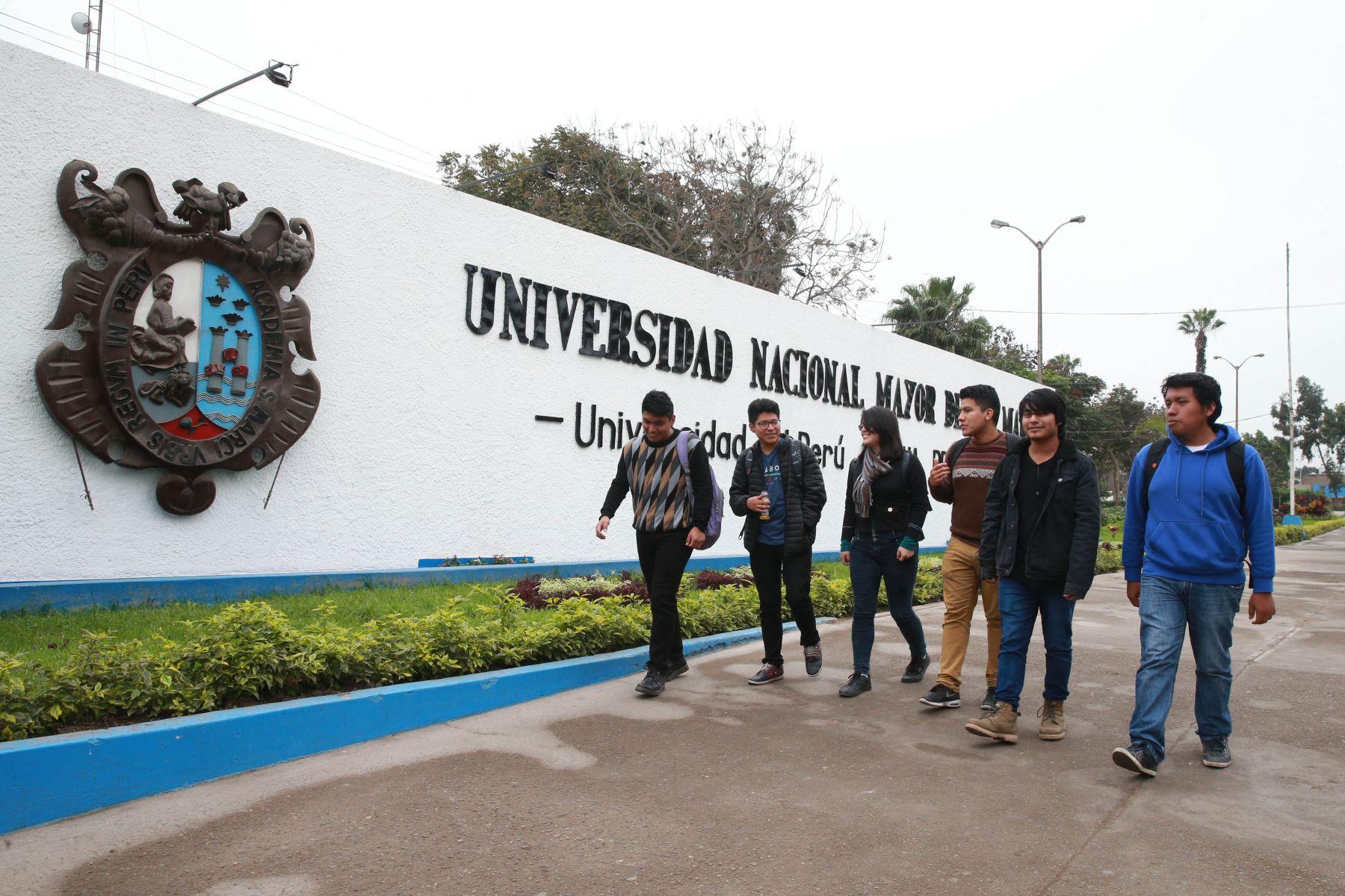 Estudiantes en el campus de la Universidad Nacional Mayor de San Marcos. ANDINA/Vidal Tarqui