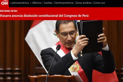 Así informó CNN Español la decisión del presidente Martín Vizcarra de disolver constitucionalmente el Congreso de la República.