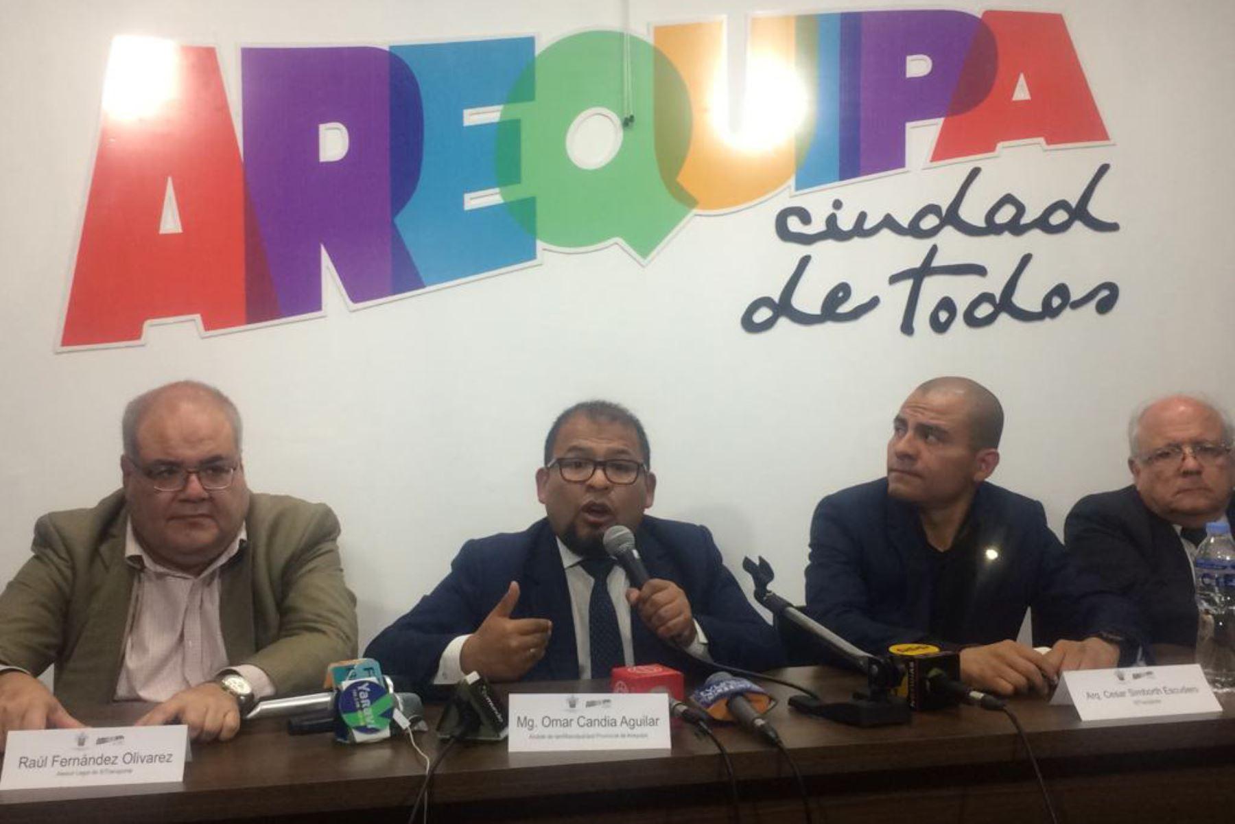 Presidente Martín Vizcarra actuó de acuerdo a procedimientos constitucionales, afirma alcalde de Arequipa, Omar Candia.