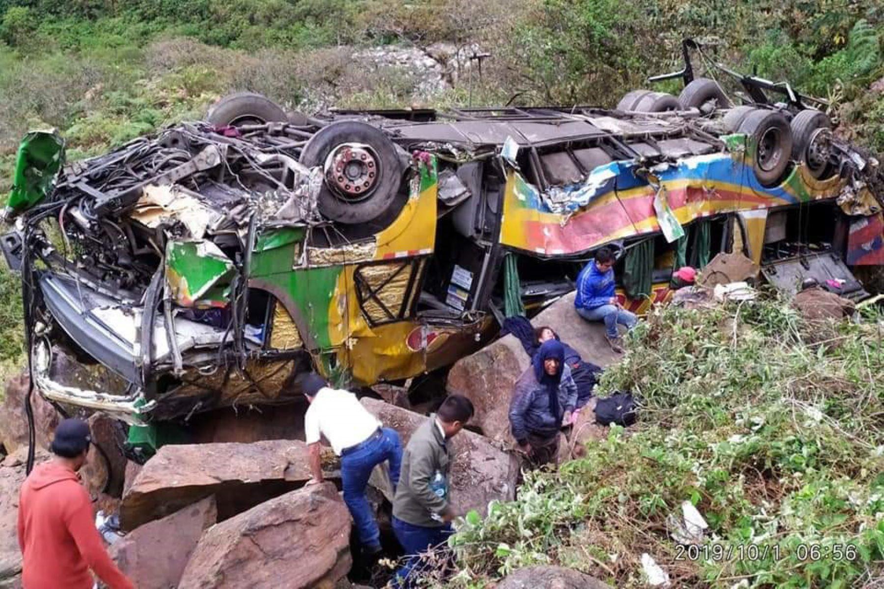 Hasta el momento, 21 de las 23 víctimas mortales del accidente registrado en el kilómetro 144 de la vía Interoceánica han sido identificadas. Foto: Walberto Incaroca