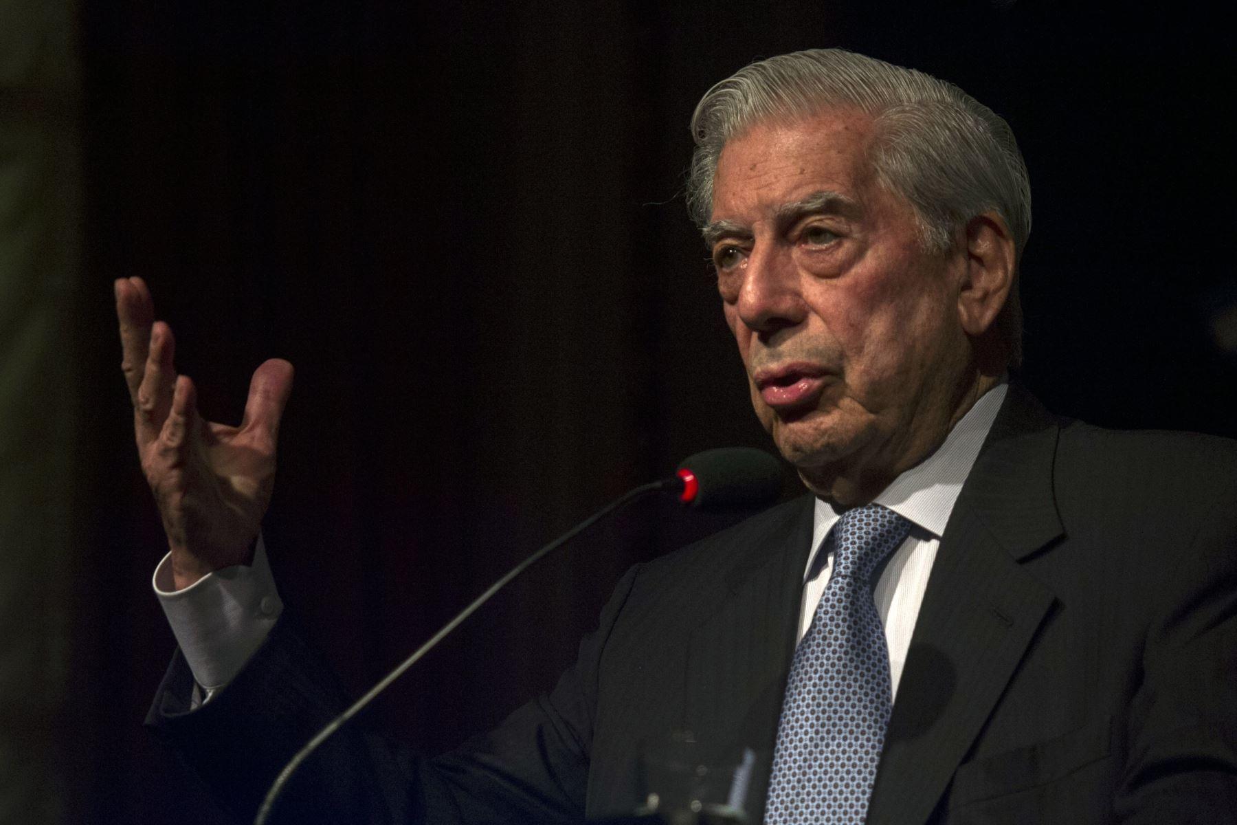 Vargas Llosa: Martín Vizcarra hizo bien en disolver el Congreso