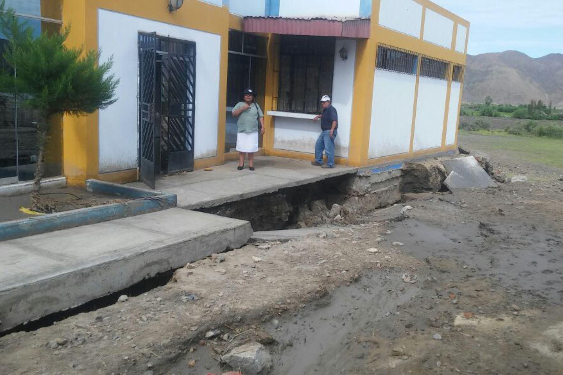 El puesto de salud del centro poblado de Tambra, en la sierra de la región Áncash, fue afectado por lluvias y vientos fuertes.