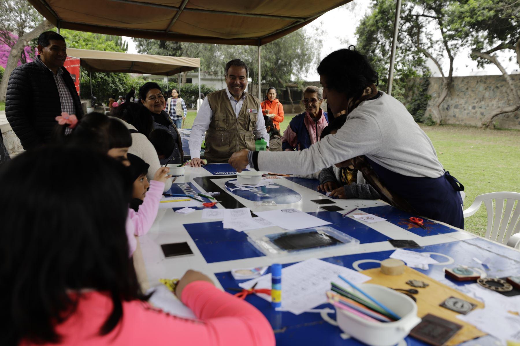El ministro de Cultura, Francesco Petrozzi, participó hoy de una nueva edición de Museos Abiertos (MUA), la cual permite el ingreso libre a todo el público a los más de 50 museos administrados por el Ministerio de Cultura a nivel nacional y otros museos del Estado. Foto: Andina/Mincult