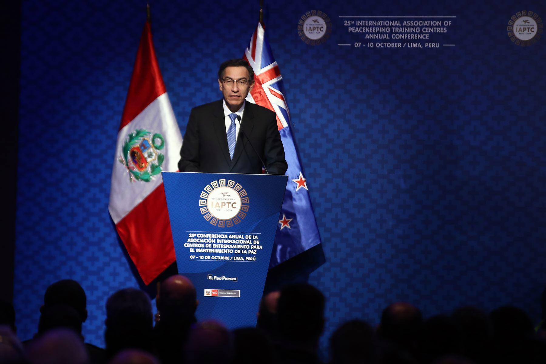 Presidente de la República Martín Vizcarra,  expone durante la 25° Conferencia Anual de la Asociación Internacional de Centros de Entrenamiento para el Mantenimiento de la Paz -IAPTC Lima 2019. Foto: ANDINA/Vidal Tarqui