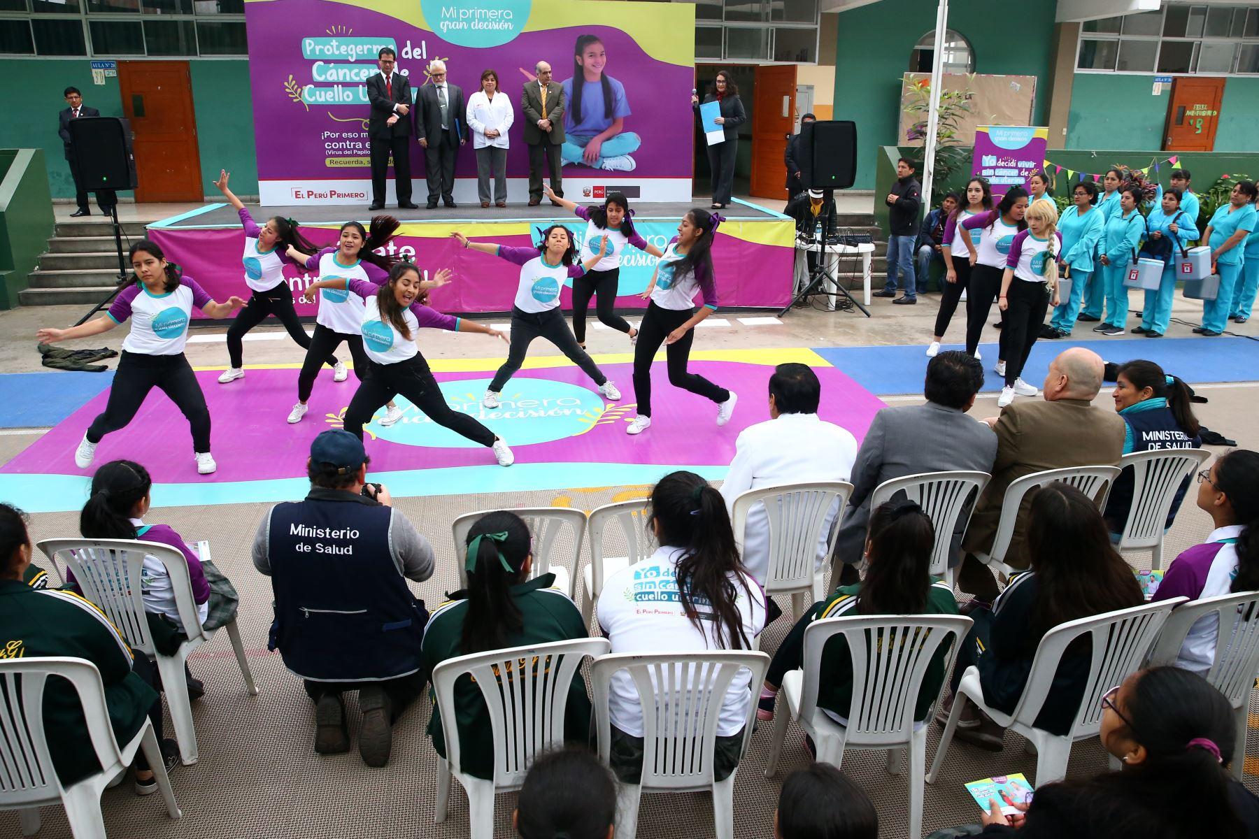 Con la presencia de la ministra de Salud, Zulema Tomàs, se lanza la Campaña Nacional de Segunda Dosis de la Vacuna del Papiloma Humano, en le colegio Elvira garcia y Garcia.  Foto: ANDINA/Melina Mejía