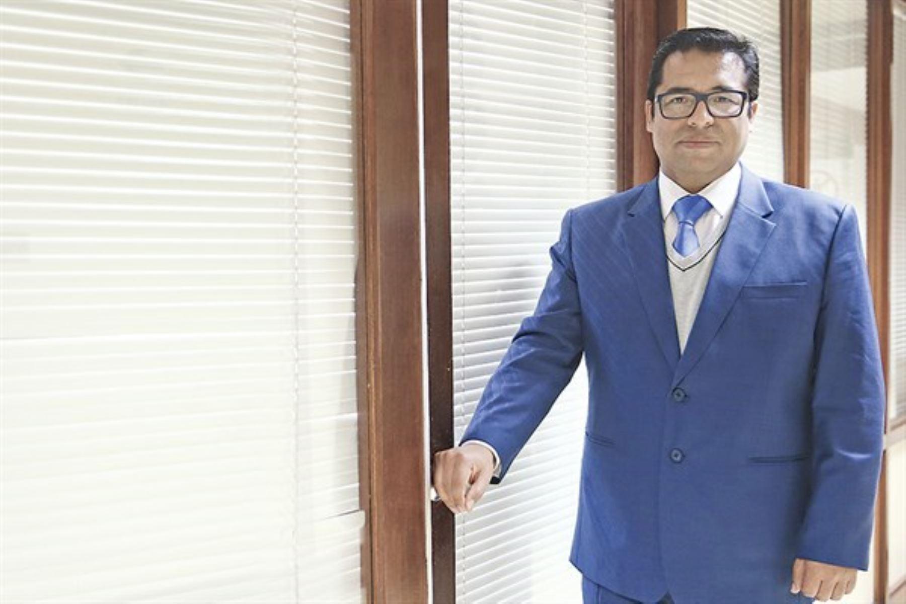 Gerente público del IGP, Edgar Delgado, afirma que trabaja en el Estado porque se siente de una generación que es parte del cambio.