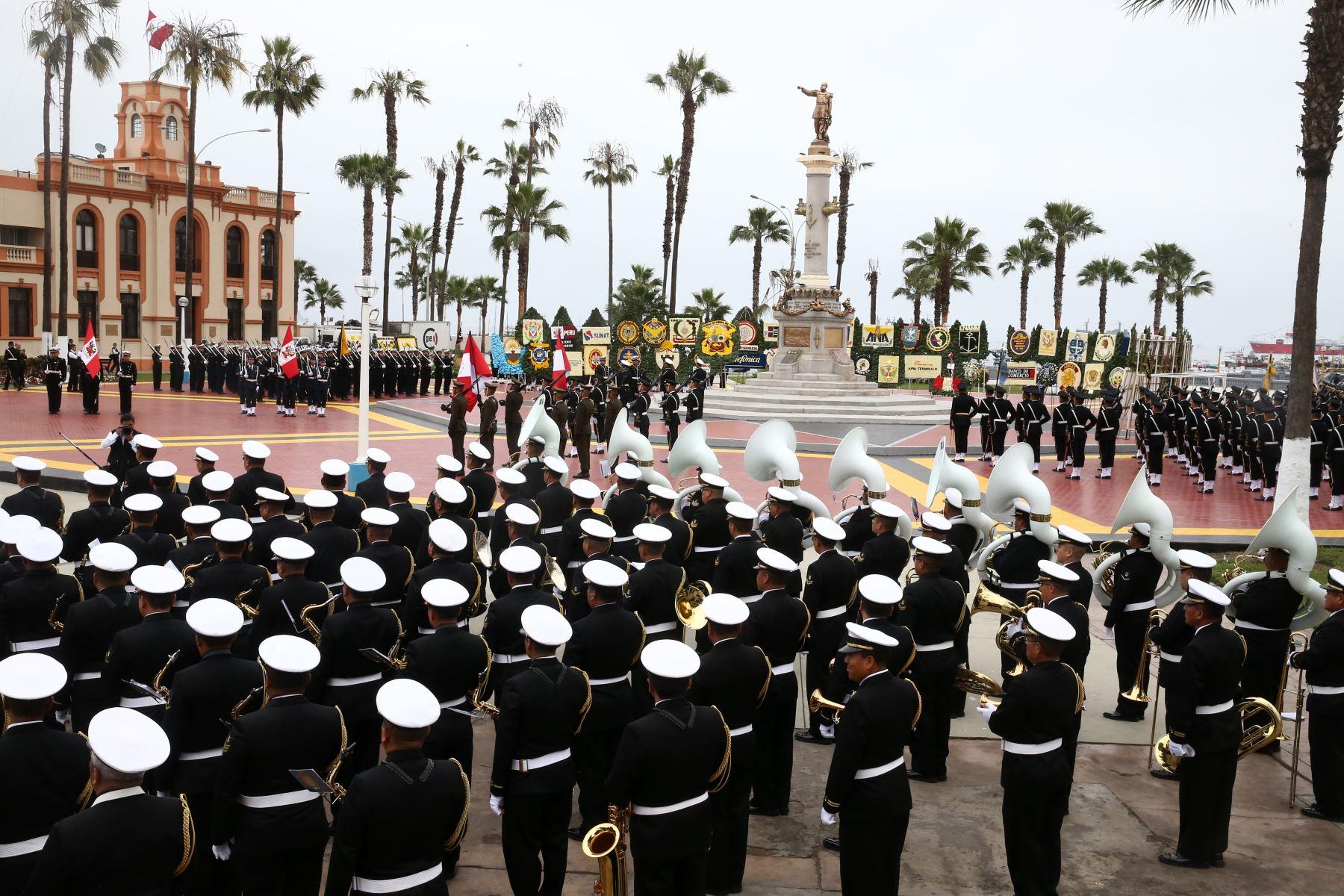 El Presidente Martin Vizcarra participa en  la ceremonia de conmemoración 198º del Combate de Angamos y el aniversario de la Marina de Guerra del Perú, en el ovalo Grau del Callao.Foto:ANDINA Vidal Tarqui