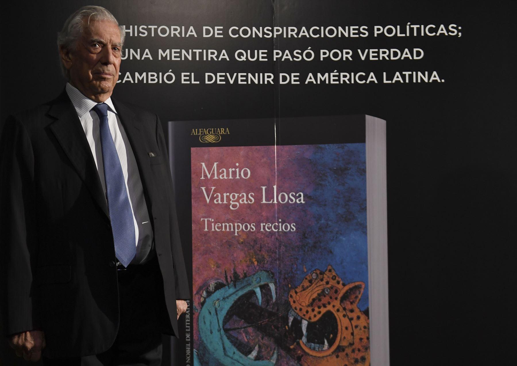 """El escritor peruano Mario Vargas Llosa presentó este martes su novela """"Tiempos recios"""". Foto: AFP"""