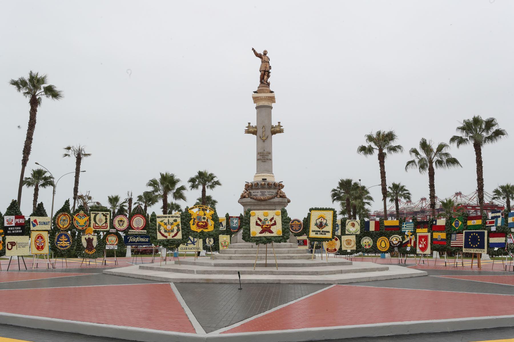 El Presidente Martin Vizcarra participa en  la ceremonia de conmemoración 198º del Combate de Angamos y el aniversario de la Marina de Guerra del Perú, en el ovalo Grau del Callao.Foto:ANDINA/Mindef