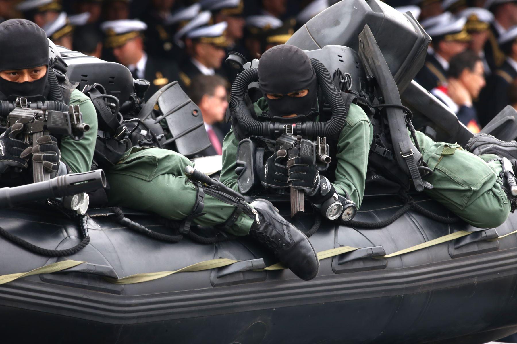 El Presidente Martin Vizcarra participa en  la ceremonia de conmemoración 198º del Combate de Angamos y el aniversario de la Marina de Guerra del Perú, en el ovalo Grau del Callao.Foto:ANDINA/Vidal Tarqui