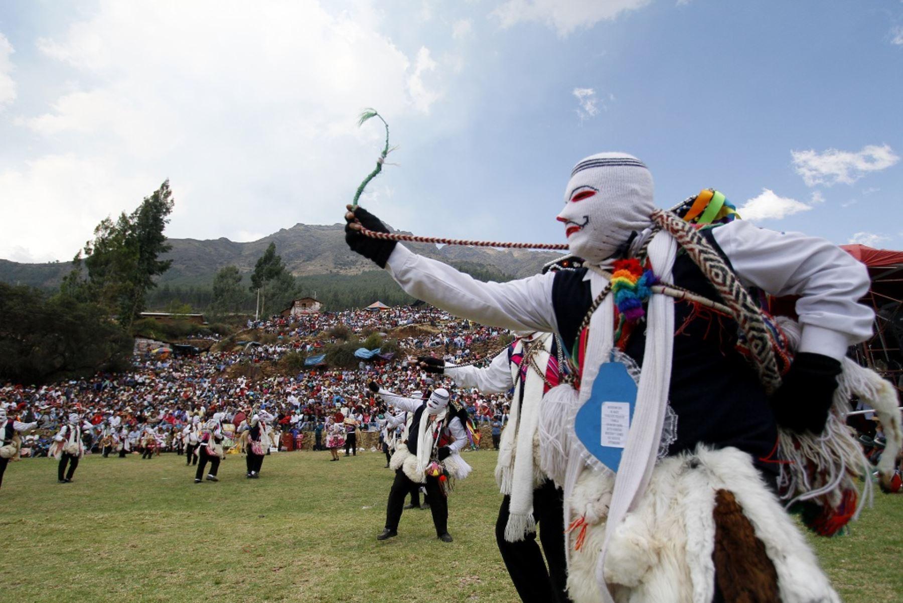 En Huallhua, centro poblado de San Salvador Calca, las celebraciones son en medio de gran algarabía, el lugar ubicado al frente del santuario del Señor de Huanca.  Foto: ANDINA/Percy Hurtado Santillán