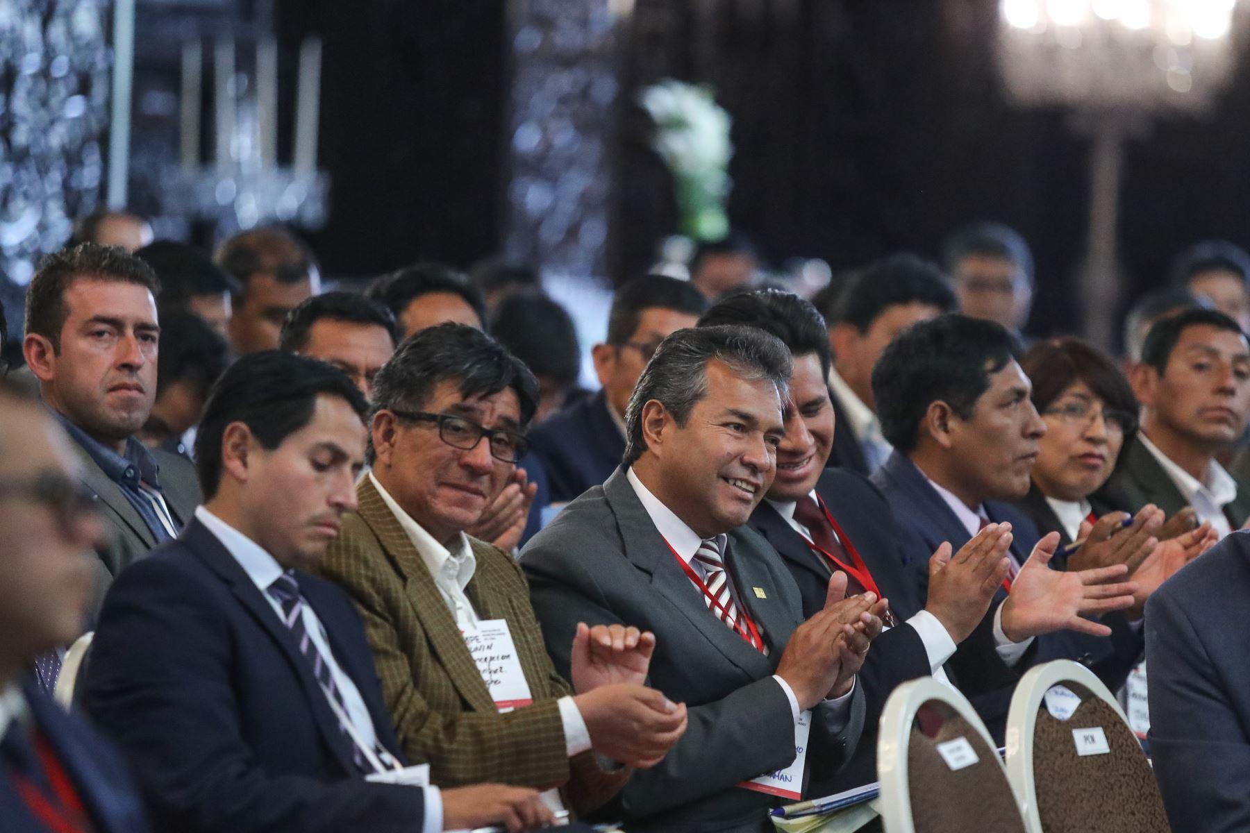 Encuentro entre el Gobierno Nacional y los Alcaldes de la Asociación de Municipalidades del Perú (AMPE). Foto: ANDINA/Prensa Presidencia