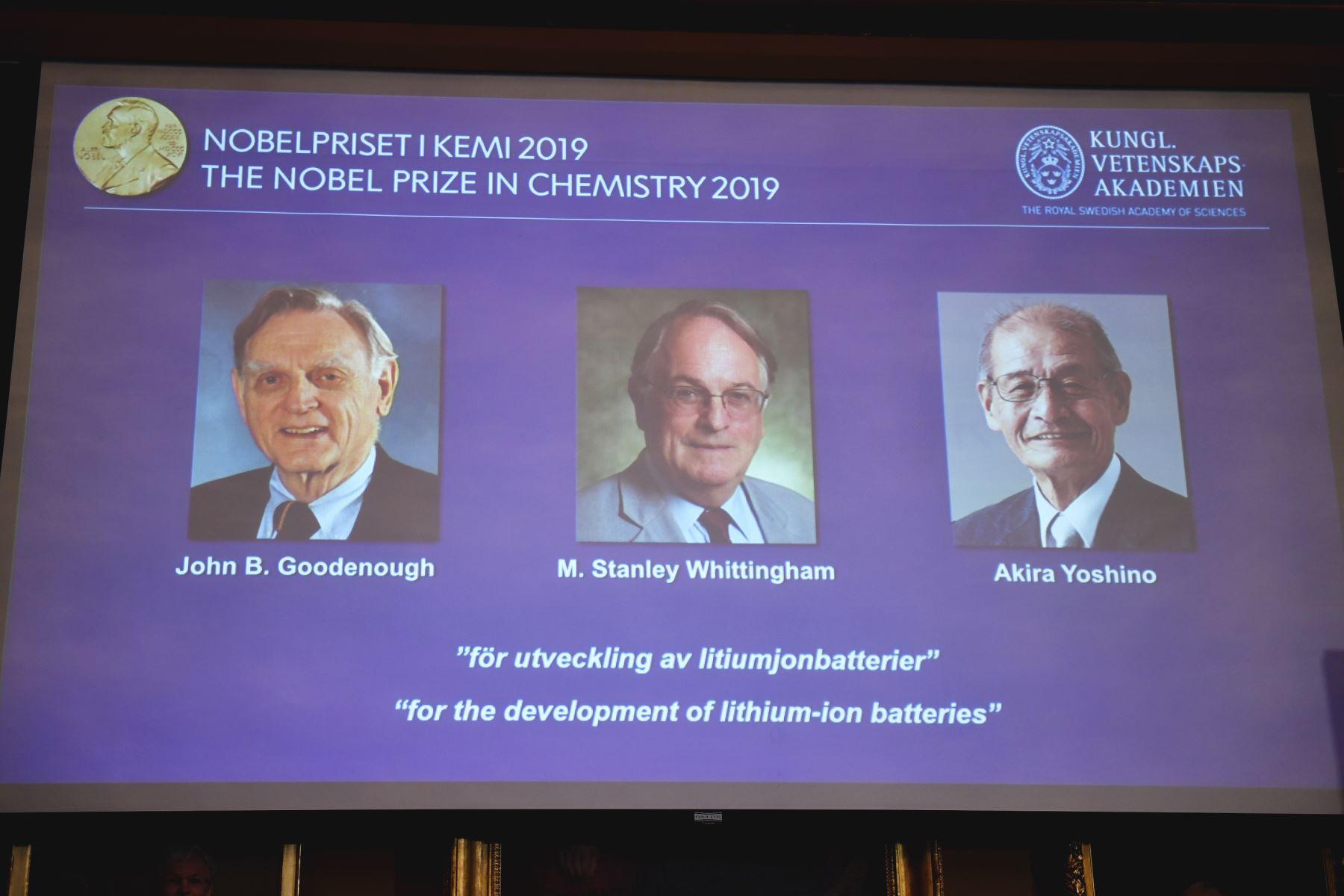 El estadounidense John Goodenough, el británico Stanley Whittingham y el japonés Akira Yoshino obtuvieron el premio Nobel de Química. Foto: AFP