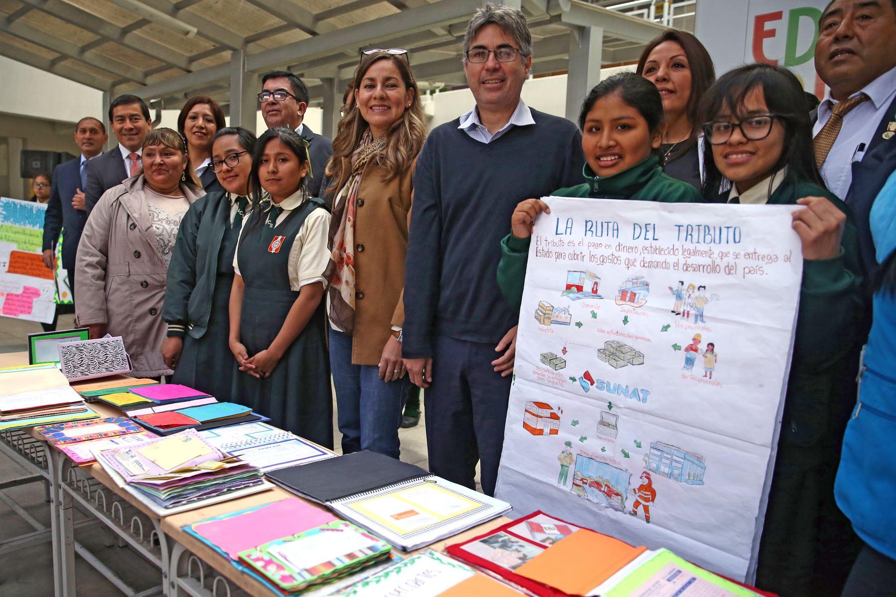 Claudia Suárez, jefa de la Sunat promueve en mas de 175 mil escolares la importancia del pago de impuesto. Foto: ANDINA/Vidal Tarqui