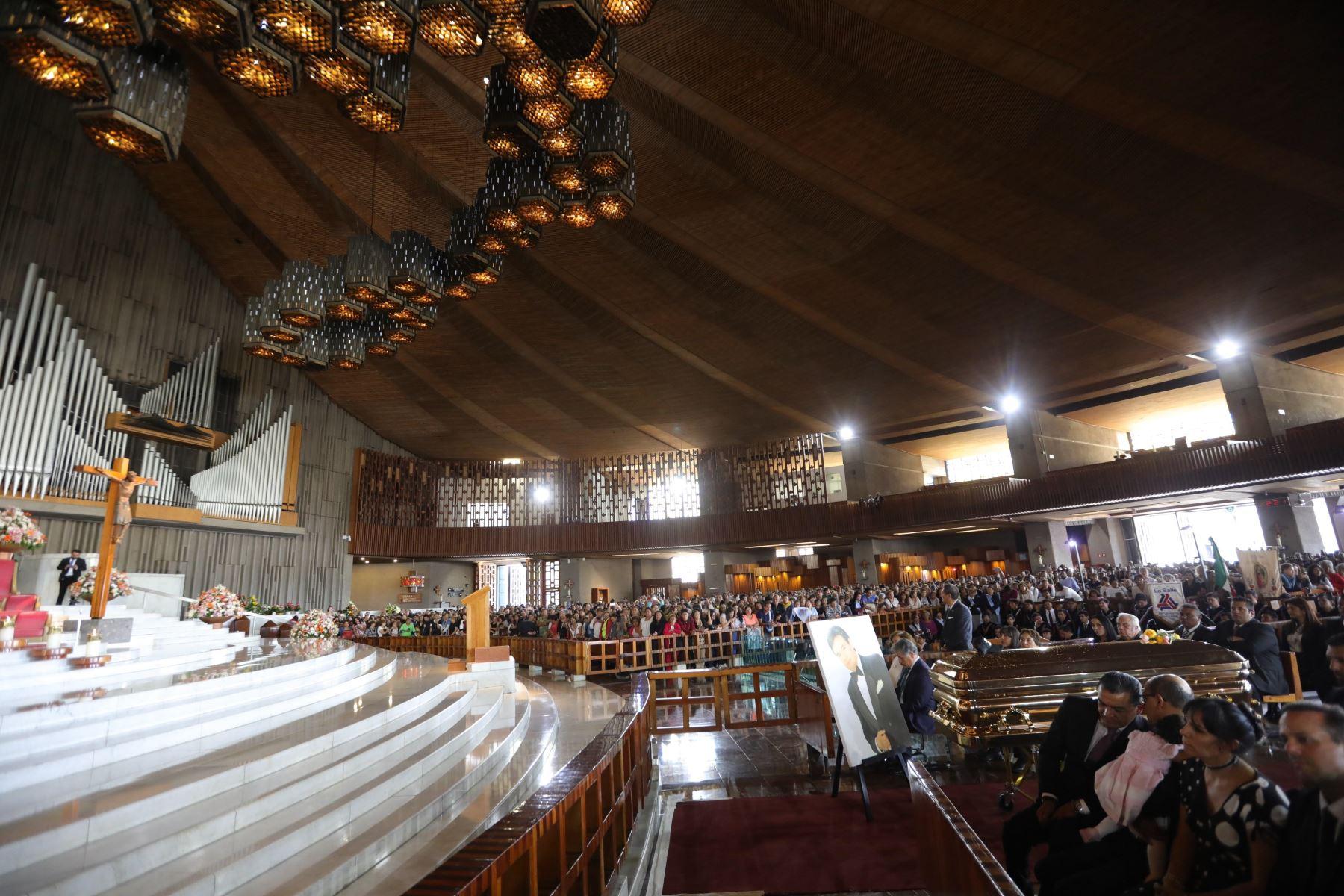 Arribo de los restos del cantante José José a la Basílica de Guadalupe en México. Foto. EFE