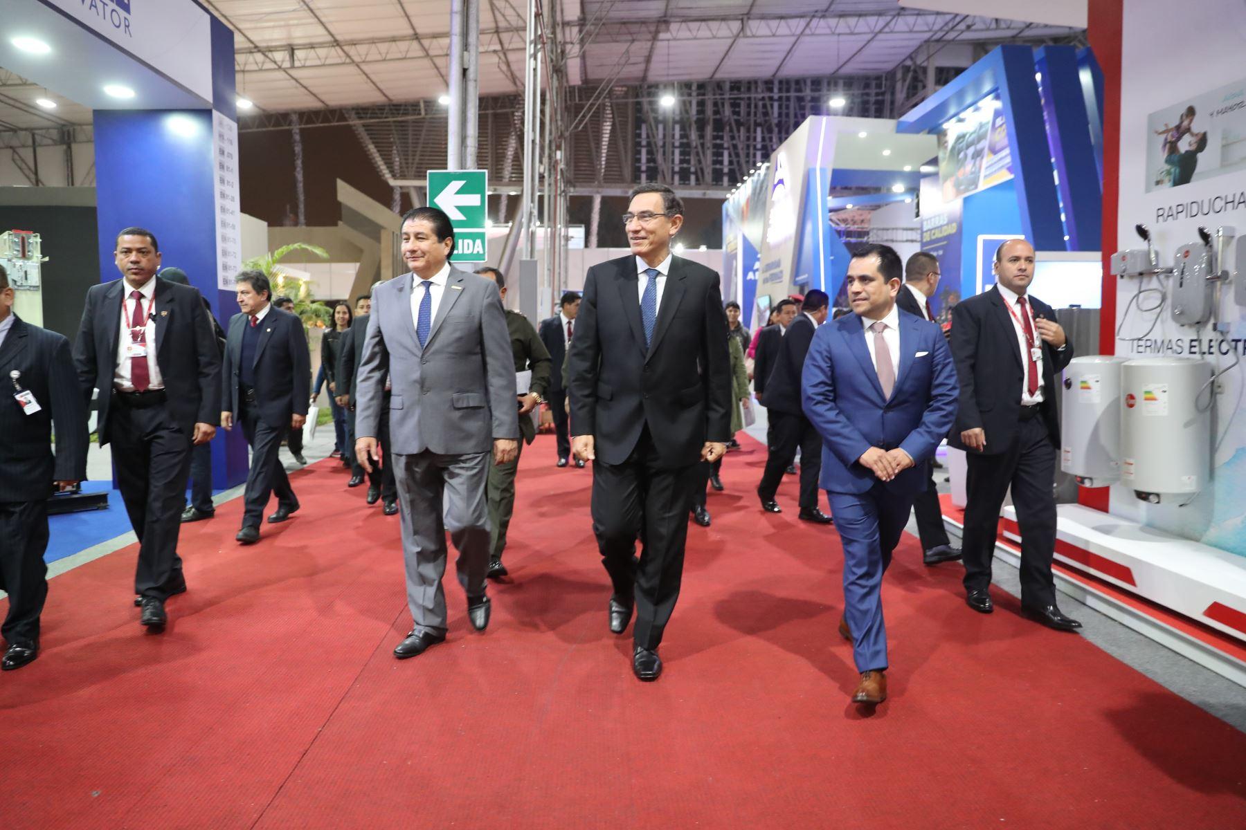 """Presidente de la República,Martín Vizcarra clausuró Foro: """"El desafío de construir el Perú del Bicentenario""""Foto: ANDINA/Prensa Presidencia"""