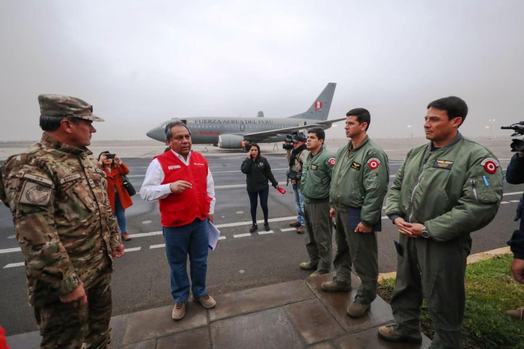 Partió avión de la FAP que trasladará al Perú a estudiantes varados en Ecuador. Foto: ANDINA/difusión.