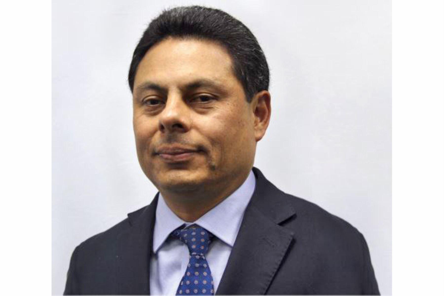 Nuevos viceministro de Hacienda, José Carlos Chávez Cuentas.