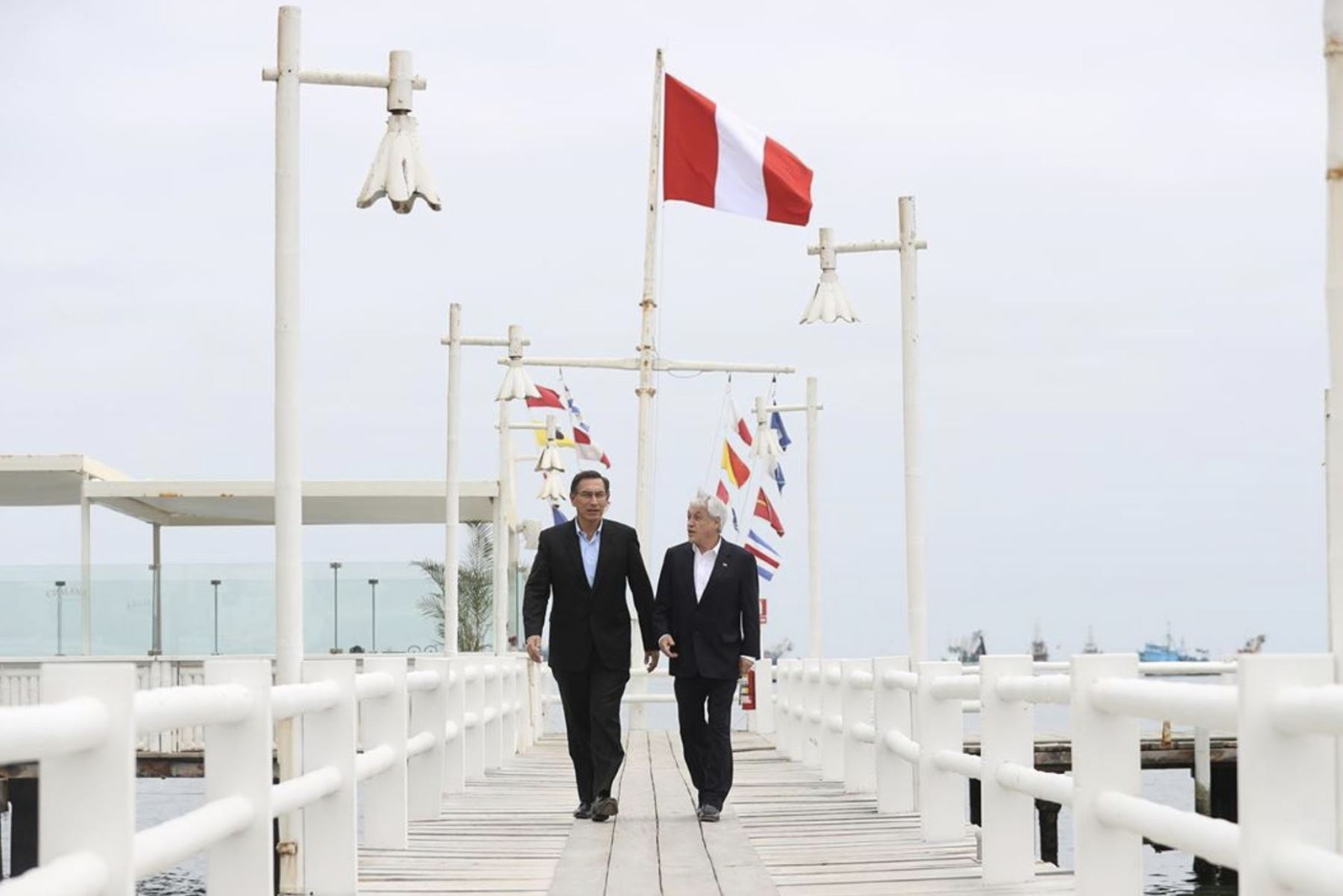 Los presidentes Martín Vizcarra Cornejo y Sebastián Piñera lideran el Encuentro Presidencial y III Gabinete Binacional Perú-Chile, en la localidad de Paracas. Foto:ANDINA/Prensa Presidencia.