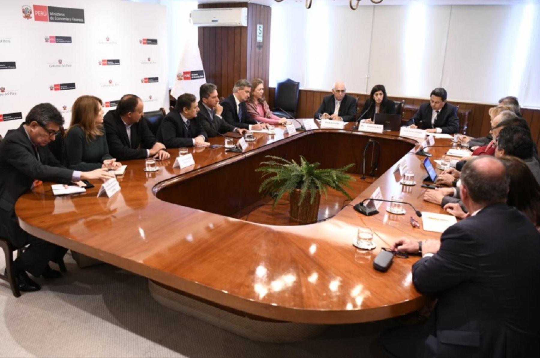 Reunión de la ministra de Economía y Finanzas, María Antonieta Alva con gremios empresariales. Foto: Cortesía.