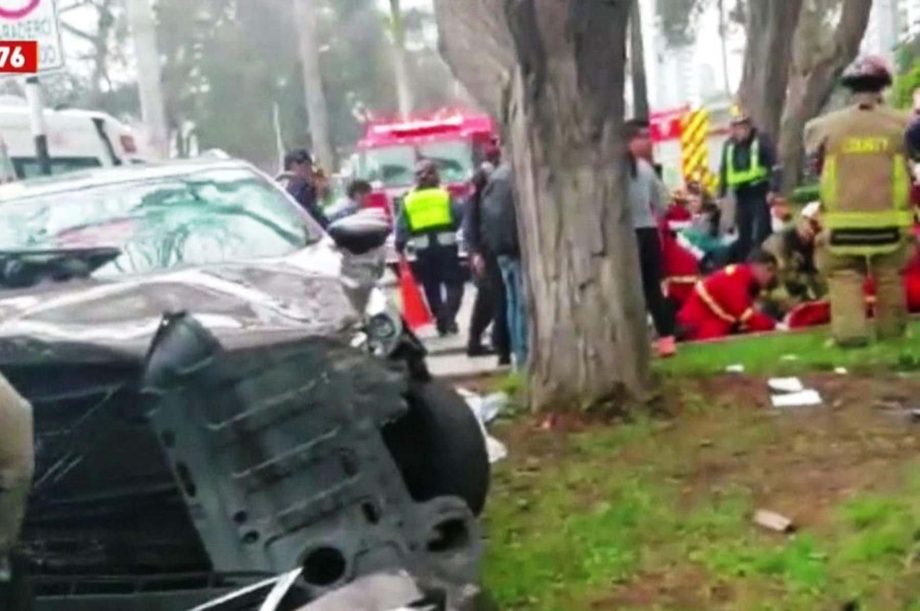 Un muerto y dos heridos deja accidente de tránsito en San Isidro. Foto: ANDINA/difusión.