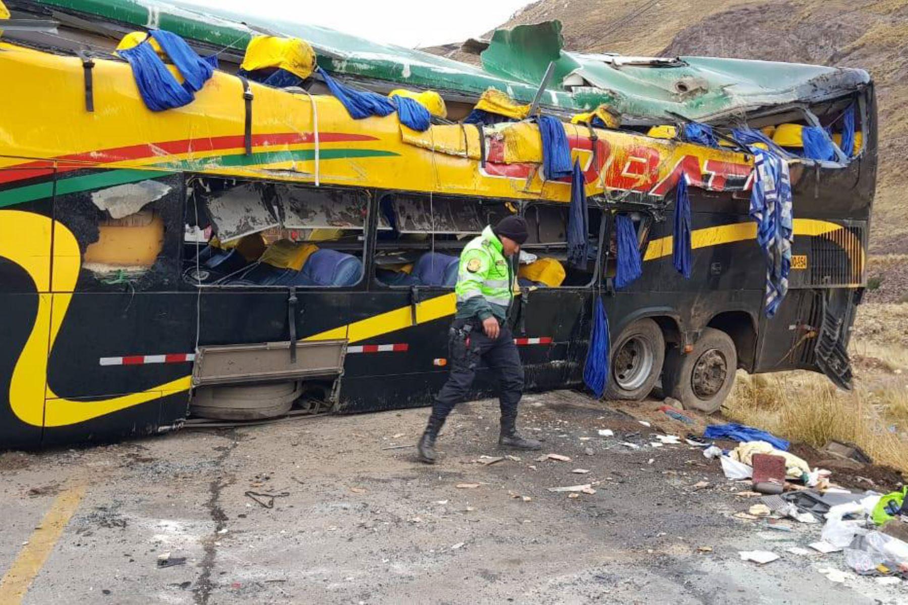 Sutran suspendió a la empresa Lobato por el trágico accidente en la carretera Central que dejó cinco muertos y 23 heridos.