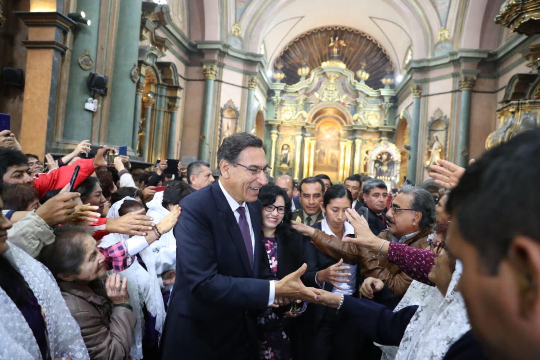 Jefe de Estado Martín Vizcarra y ministros participan en misa en iglesia Las Nazarenas. Foto: ANDINA/Prensa Presidencia