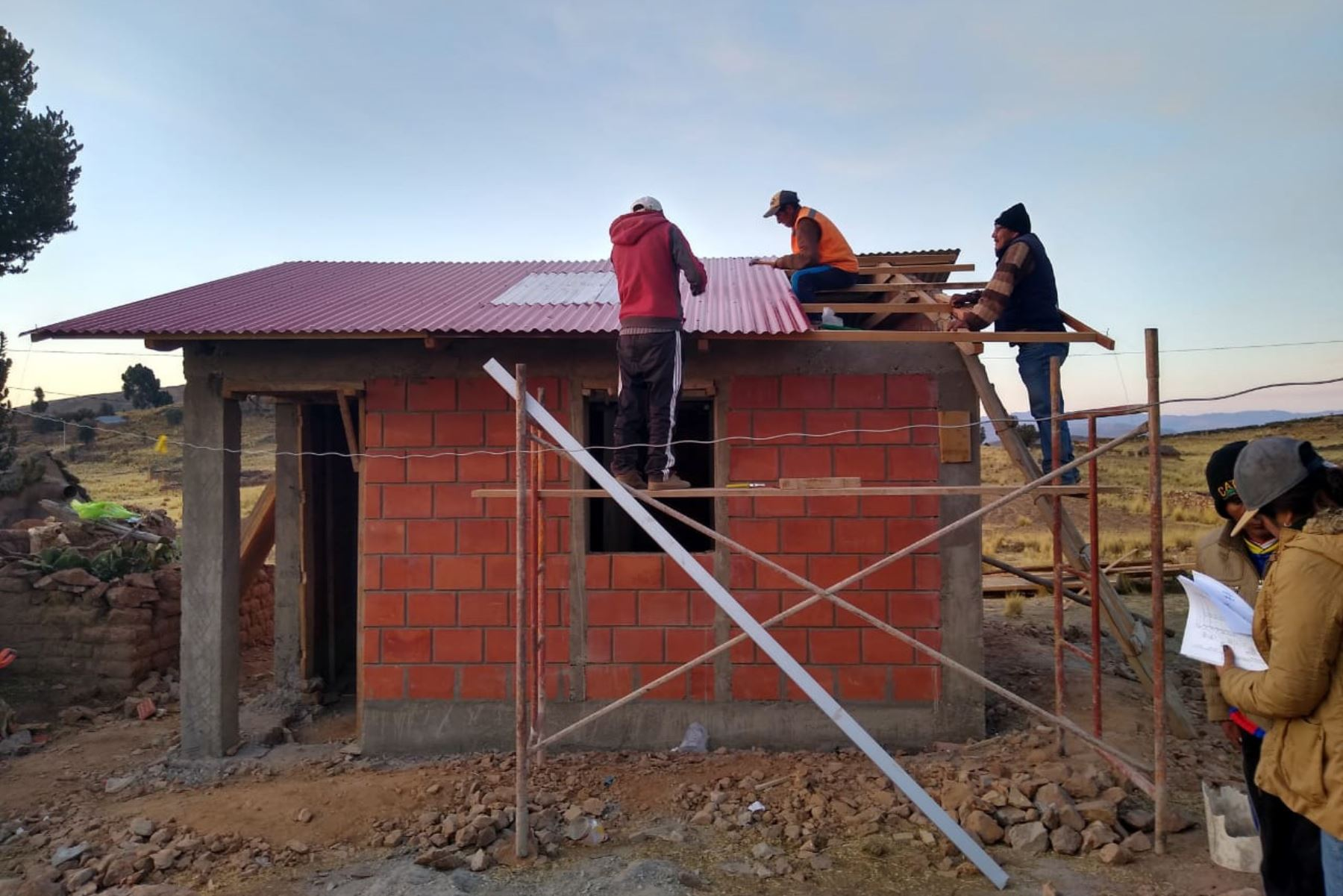 El Programa Nacional de Vivienda Rural ofrece 131 profesionales para que desempeñen funciones de supervisión y evaluación de familias vulnerables.