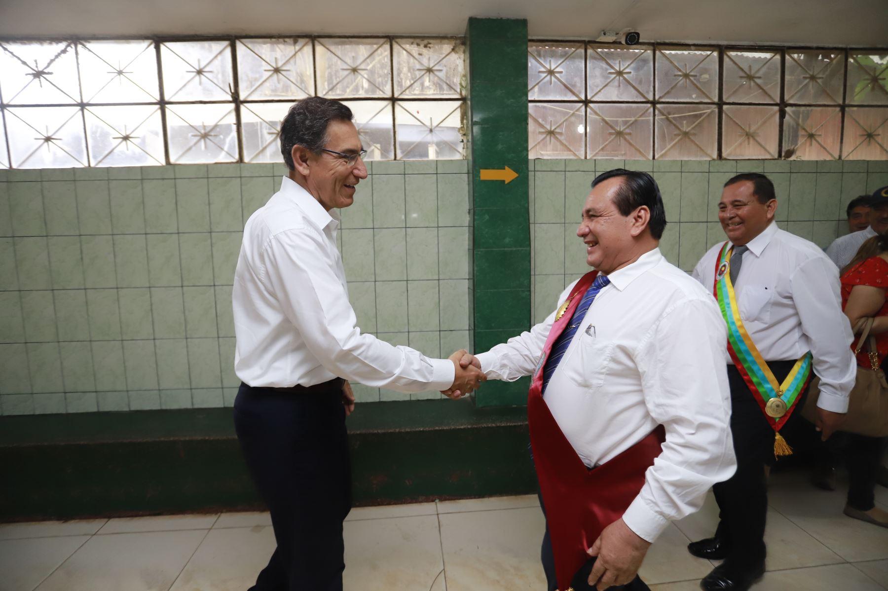 El presidente Martin Vizcarra, participa en el paseo de la bandera como parte de las actividades por el aniversario de Pucallpa. Foto: ANDINA/ Prensa Presidencia
