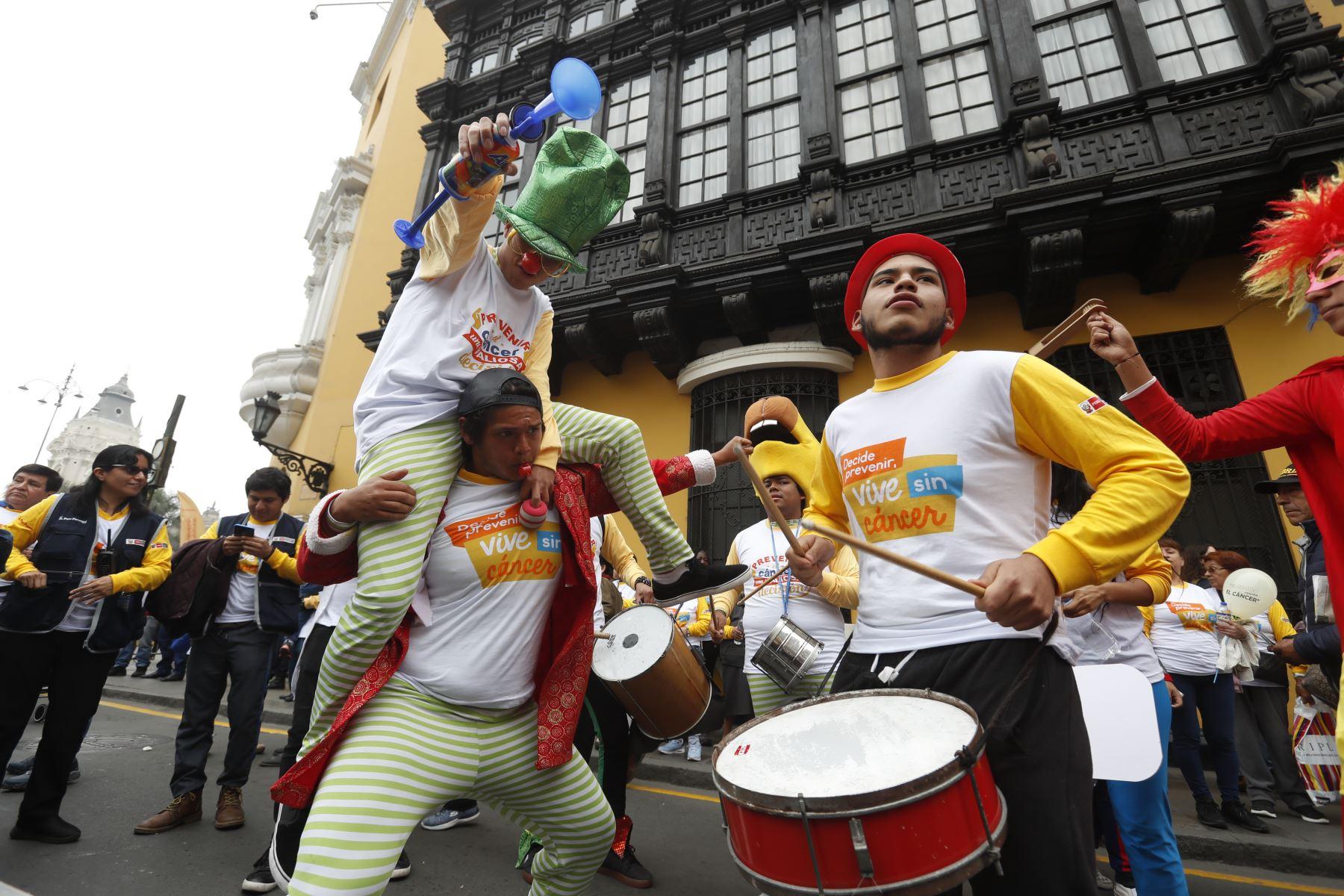 Ministra de Salud, Zulema Tomás, lideró desde Plaza de Armas el lanzamiento de la Semana Nacional de Lucha contra el Cáncer que se conmemora cada tercera semana de octubre. Foto: ANDINA/Renato Pajuelo.