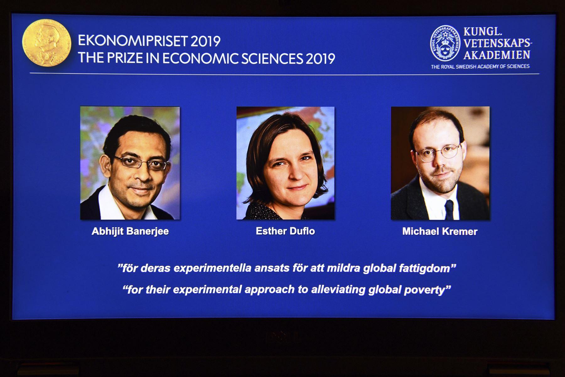 La franco-estadounidense Esther Duflo y los también estadounidenses Abhijit Banerjee nacido en India- y Michael Kremer, ganaron el Premio Nobel de Economía. Foto: AFP