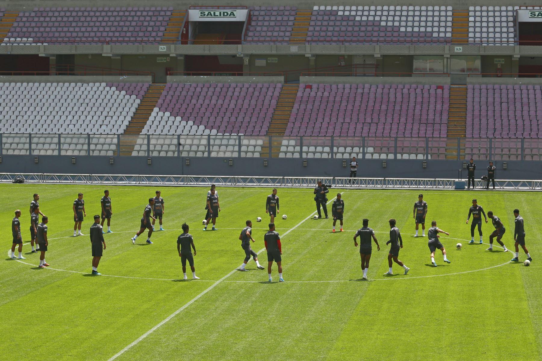 La selección peruana entrenó en horas de la mañana en el Estadio Nacional con miras al duelo que sostendrá ante su similar de Uruguay. Foto: ANDINA/Héctor Vinces