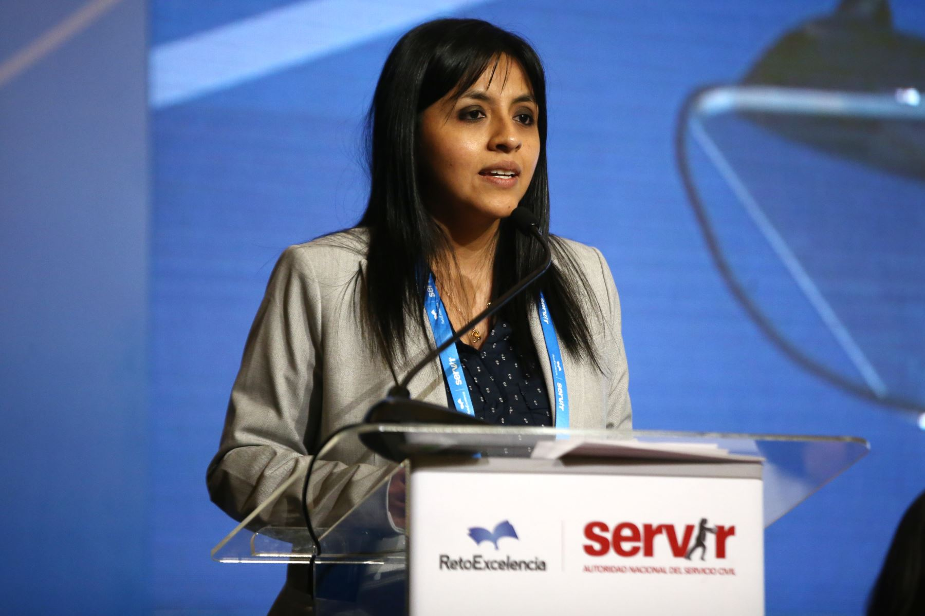 Rubi Rivas, gerente de capacitación y rendimiento -  servir, expone en I inaugura I Encuentro Nacional de Beneficiarios del programa Reto excelencia.  Foto: ANDINA/Vidal Tarqui