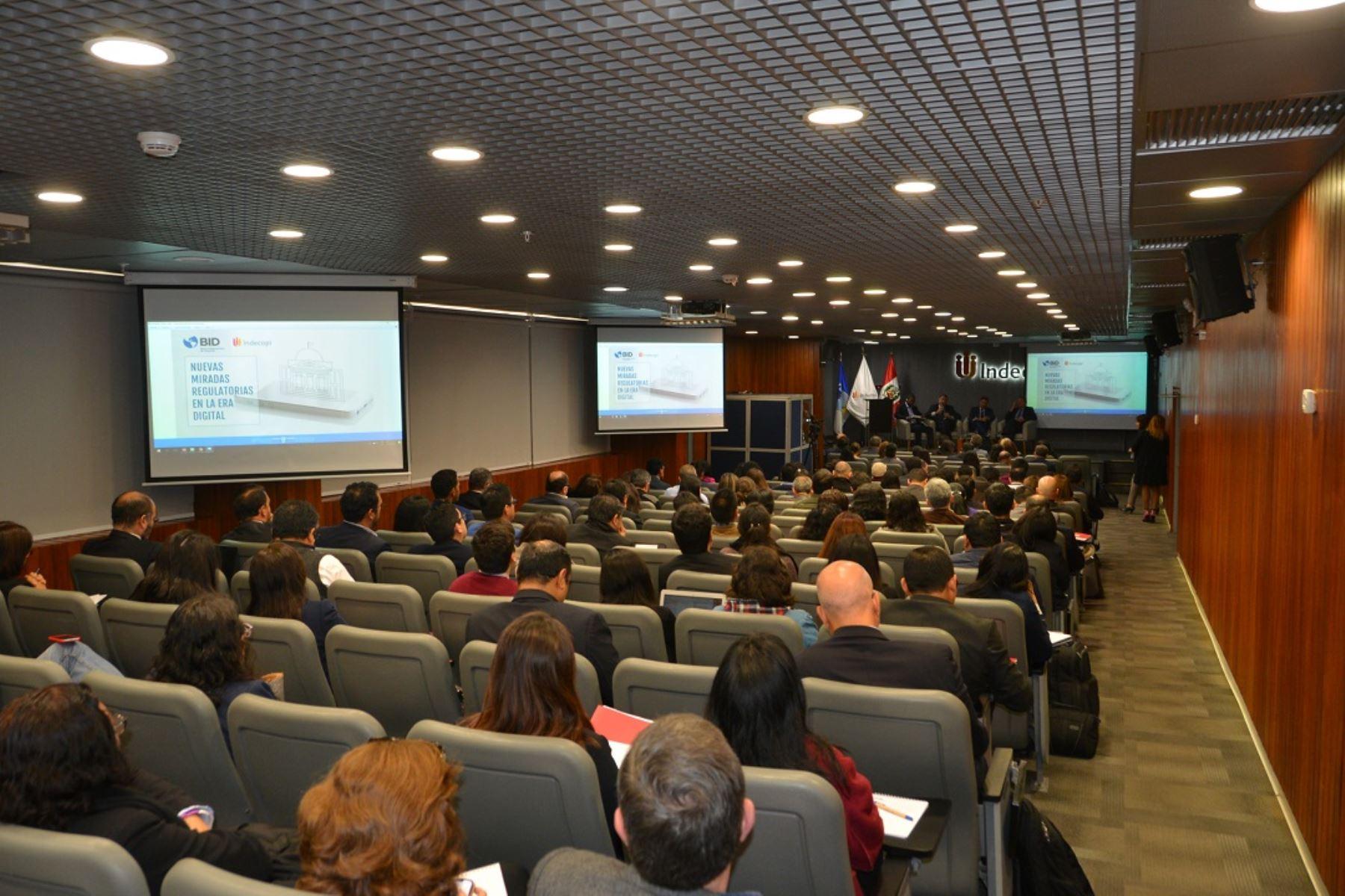 Seminario internacional 'Nueva miradas regulatorias en la era digital' organizado por Indecopi y el BID. Foto: Cortesía.