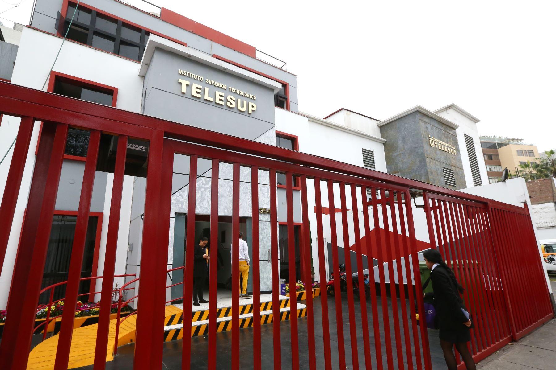 Un equipo de fiscales del equipo Lava Jato, vienen realizado una diligencia de allanamiento en la Escuela de Posgrado Telesup. Foto: ANDINA/ Melina Mejía