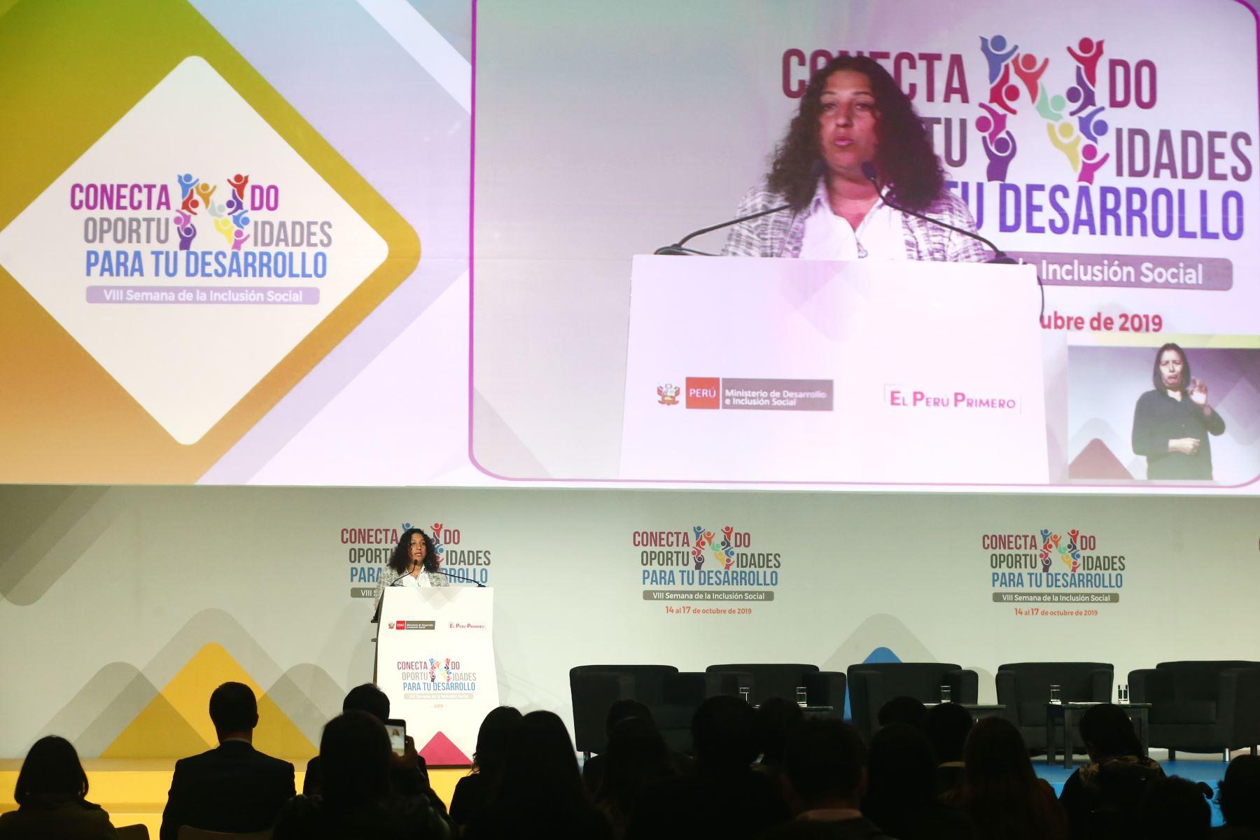 Ministra del Ambiente, Fabiola Muñoz durante su participación en la VIII Semana de la Inclusión Social. Foto: ANDINA/Melina Mejía