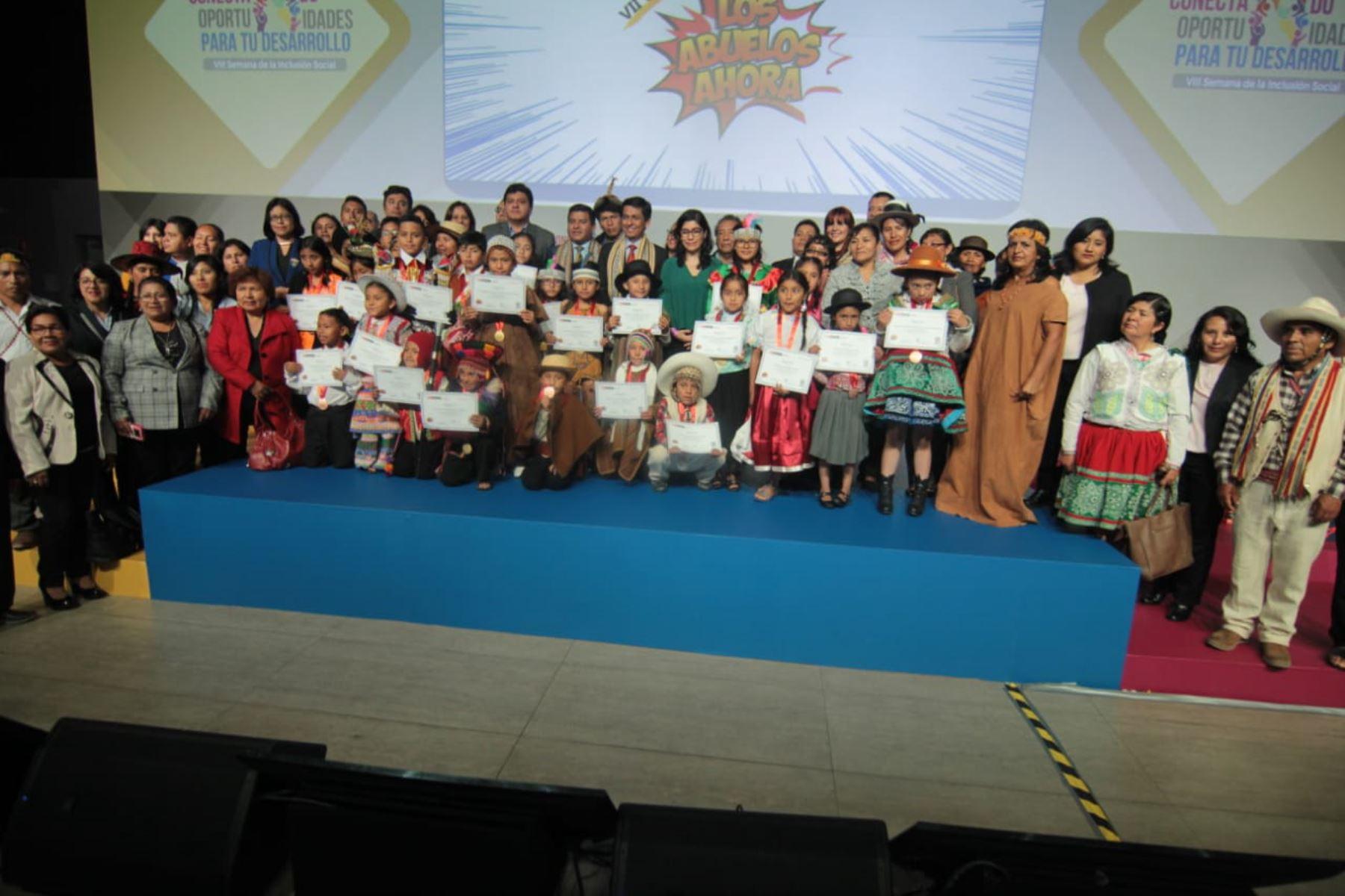 El titular del Midis, Jorge Meléndez, presidió la premiación de los ganadores del concurso Los Abuelos Ahora, en el que participaron escolares de 2,703 colegios públicos y privados del país.