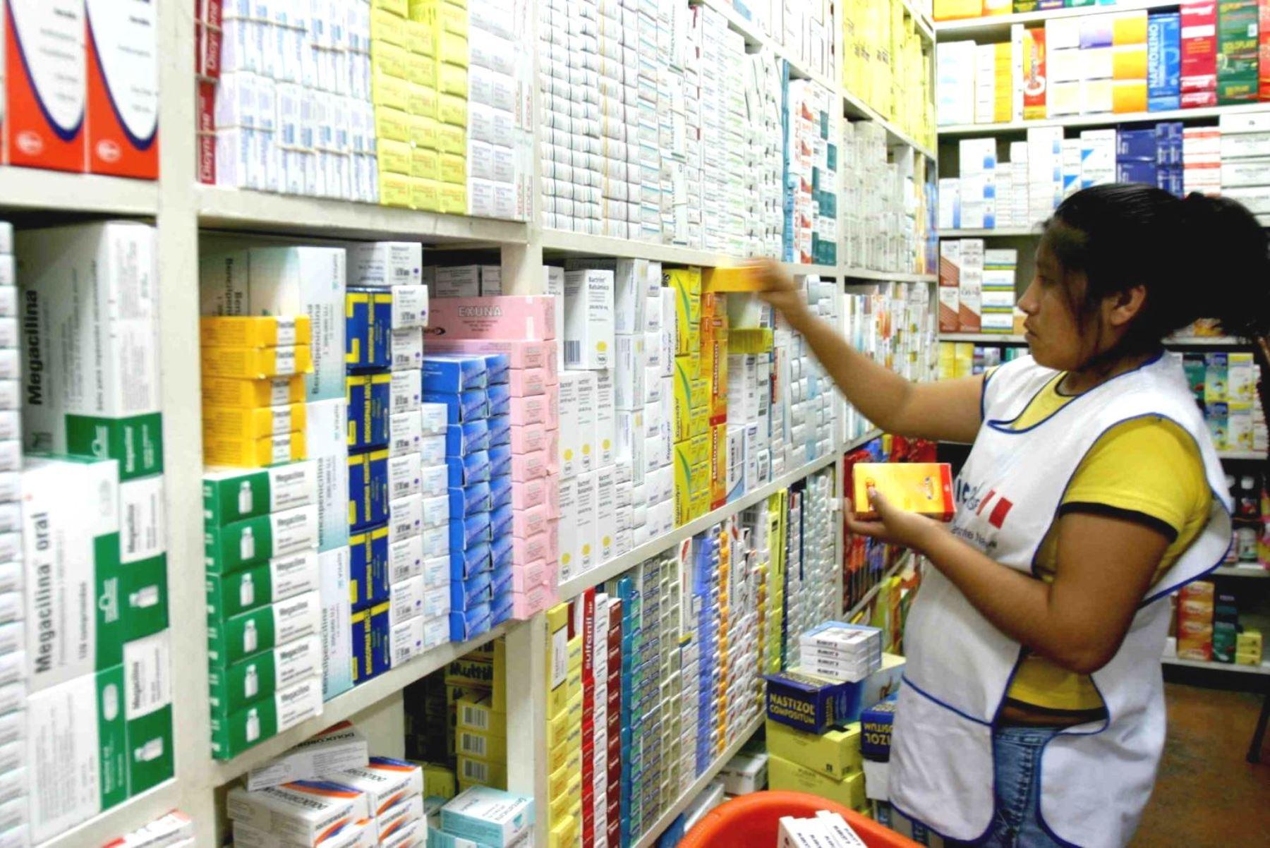 No solo los químicos farmacéuticos asumirán jefaturas de laboratorios. Foto: ANDINA/archivo.