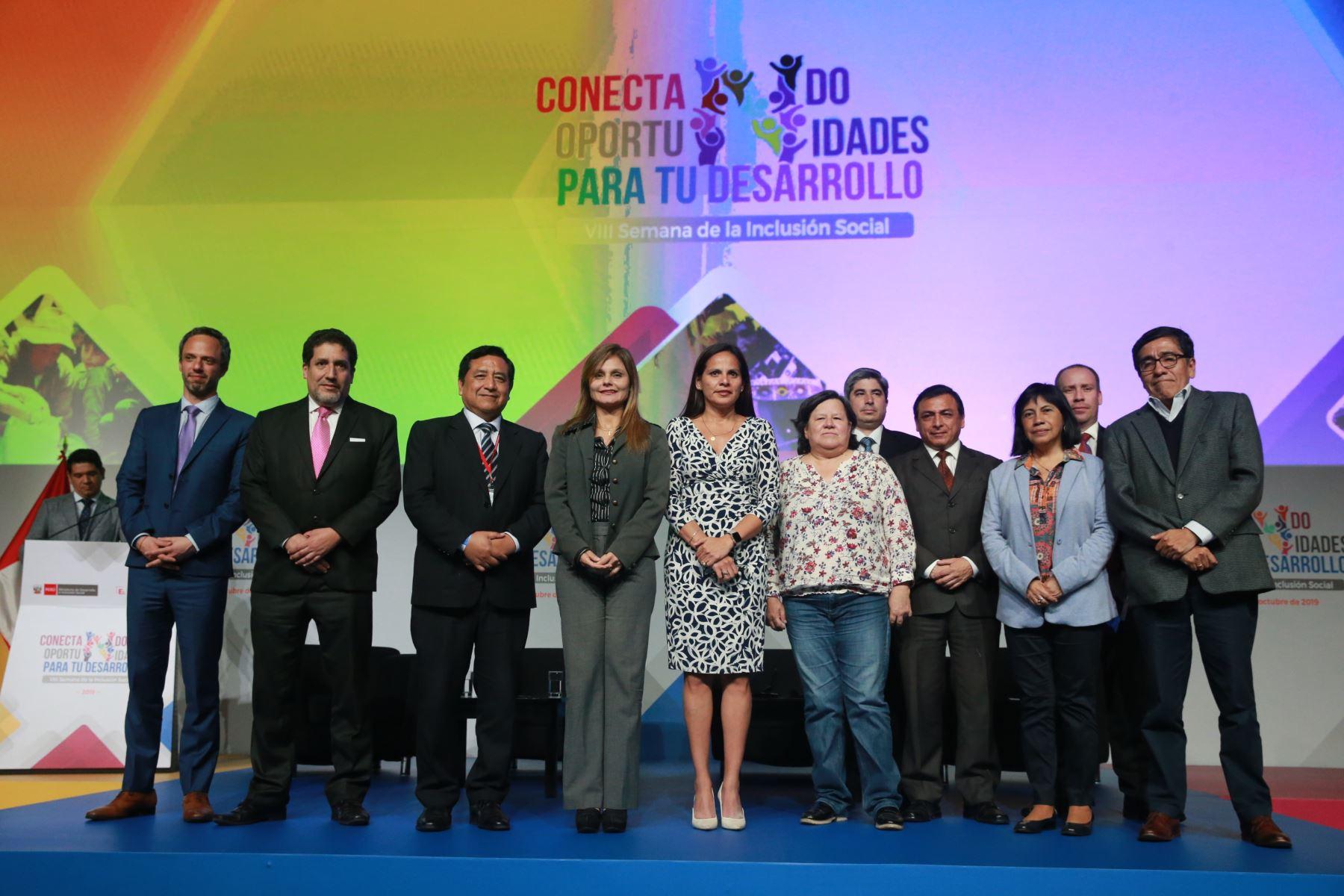 Fotografia de los Expositores y panelistas de la VIII Semana de Inclusion Social. Foto:ANDINA/ Jhony Laurente