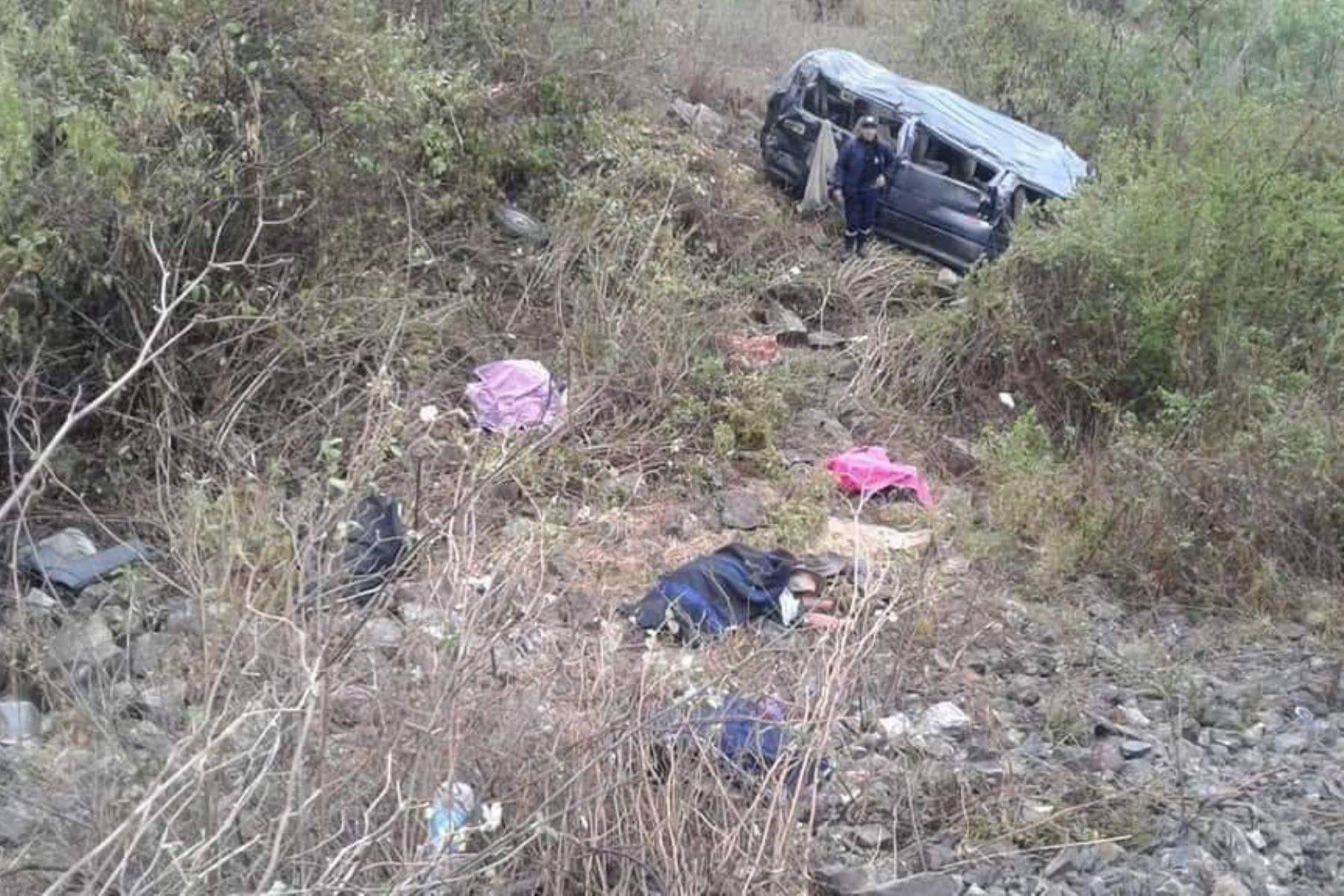 Al menos 8 personas mueren y otras 9 resultaron heridas por vuelco de combi en la sierra de Áncash. ANDINA/Difusión