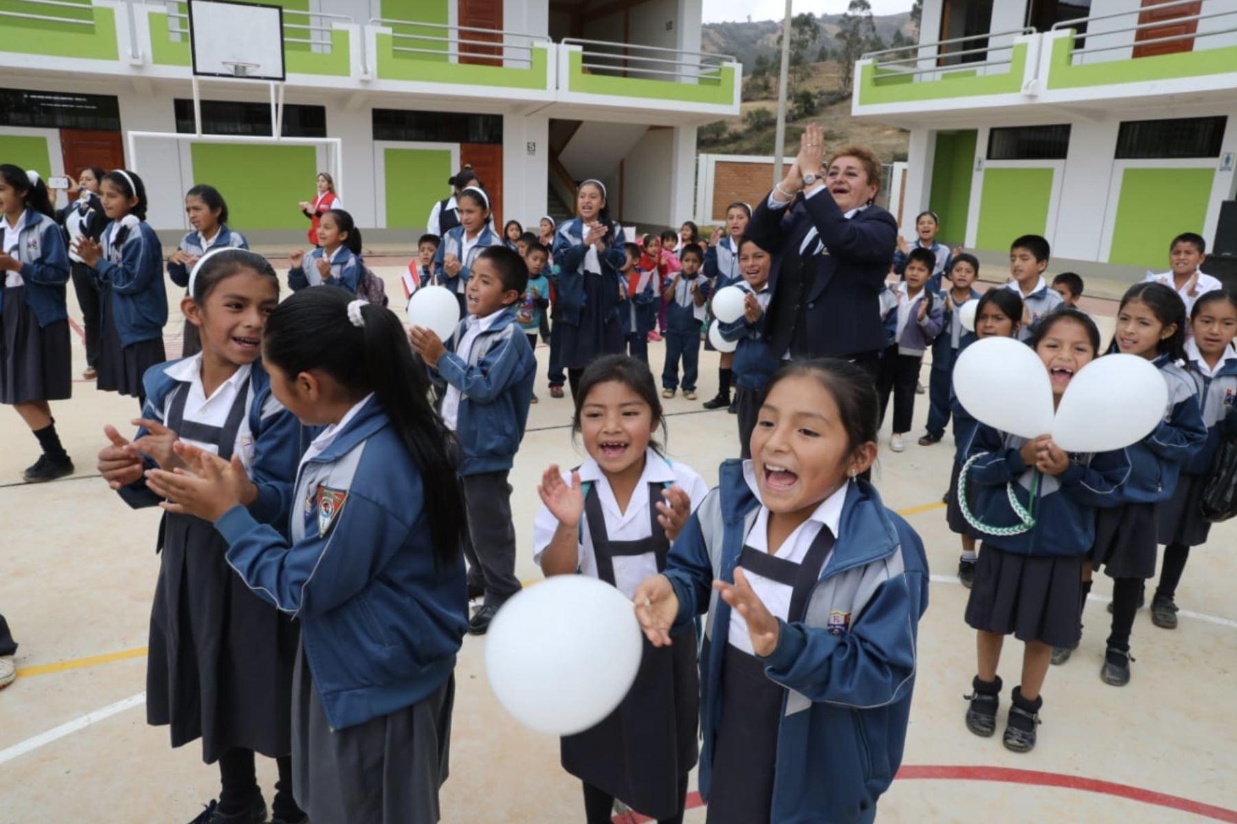 Presidente de la República, Martín Vizcarra, inauguró obras de mejoramiento en la Institución Educativa Miguel Grau de Huarmaca en Piura. Foto:ANDINA/Prensa Presidencia