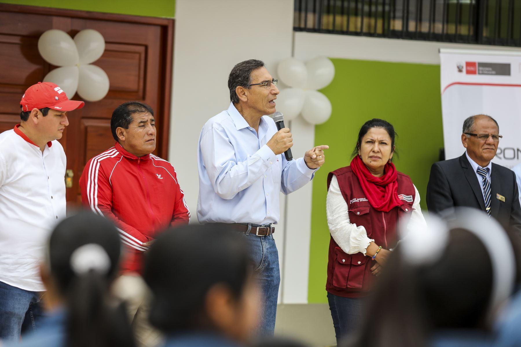 Presidente de la República, Martín Vizcarra, inauguró obras de mejoramiento en la Institución Educativa Miguel Grau de Huarmaca en Piura. Foto: ANDINA/Prensa Presidencia