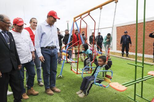 Presidente Vizcarra inauguró obras de mejoramiento en IE Miguel Grau, de Huarmaca-Piura