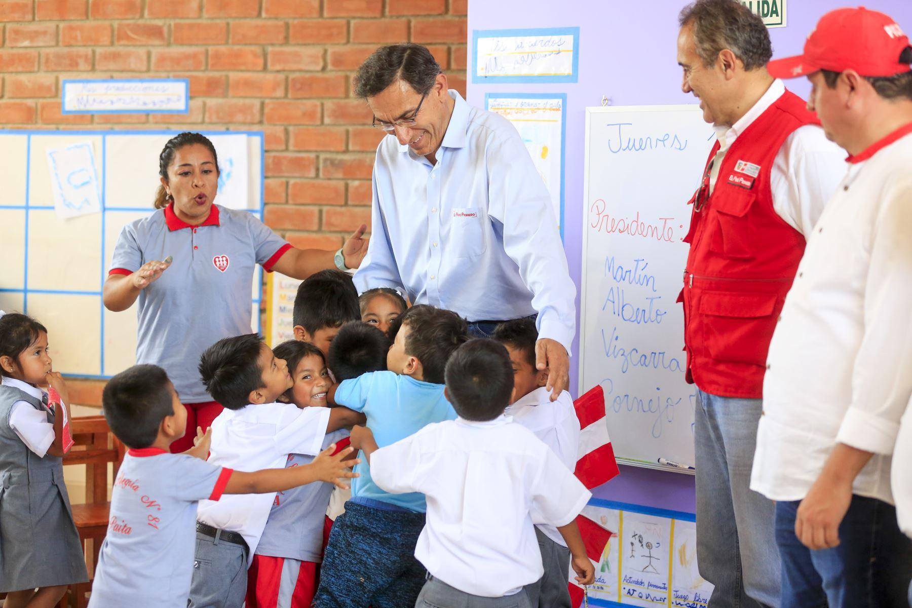 Presidente de la República , Martín Vizcarra, inaugura los ambientes de nivel inicial del colegio Fe y Alegría Nº81 de Paita. Foto: ANDINA/Prensa Presidencia