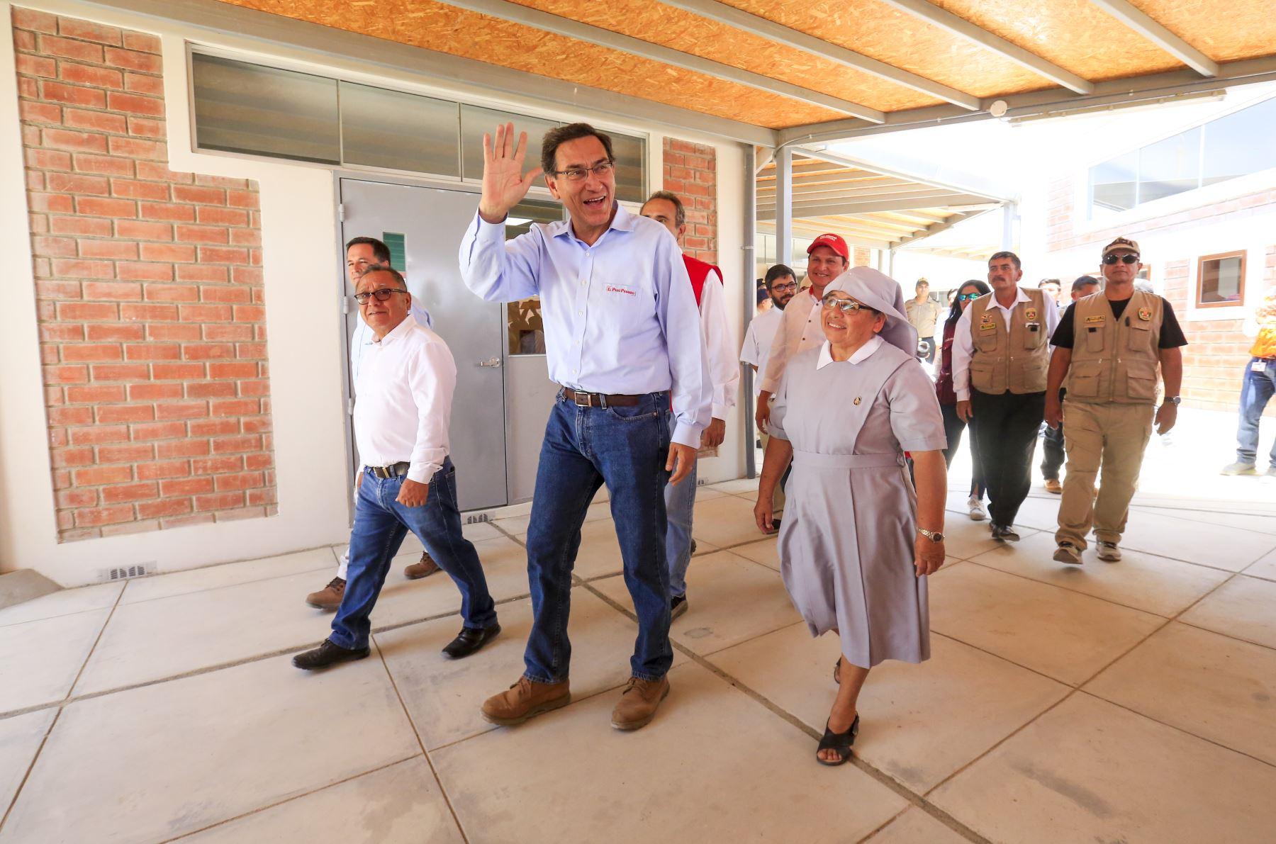 Presidente de la República, Martín Vizcarra, inaugura los ambientes de nivel inicial del colegio Fe y Alegría Nº81 de Paita. Foto: ANDINA/Prensa Presidencia