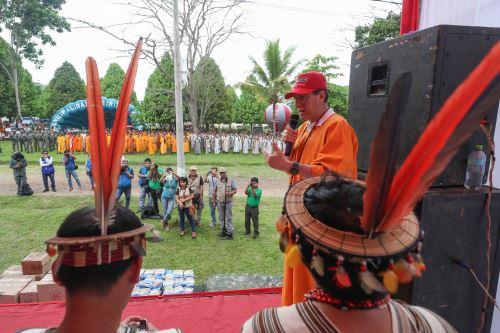 Ministro de Defensa, Walter Martos, supervisó comunidades nativas del Vraem