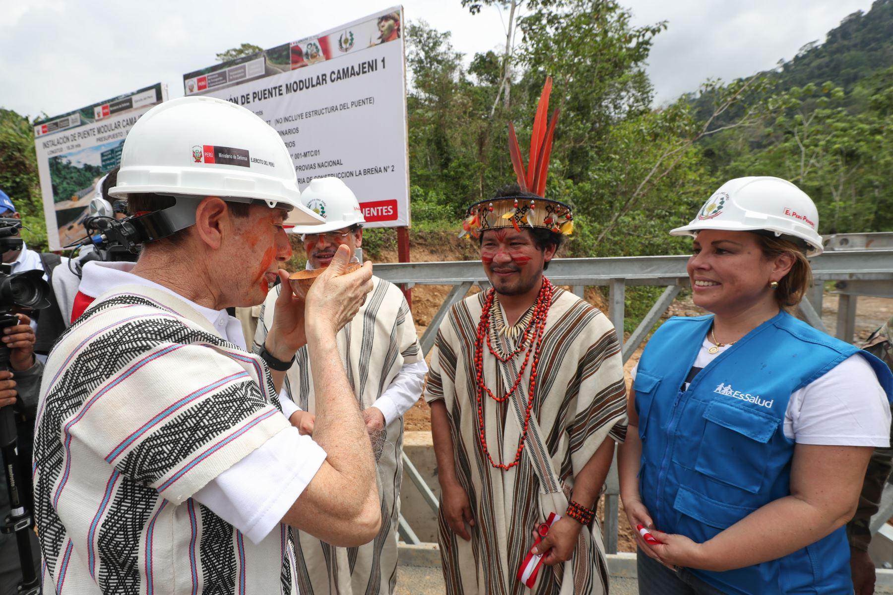 Ministro de Defensa, Walter Martos, supervisó atención a comunidades nativas Asháninka y Nomatsiguenga en Sonomoro y localidades aledañas del Vraem. Foto: ANDINA/Mindef
