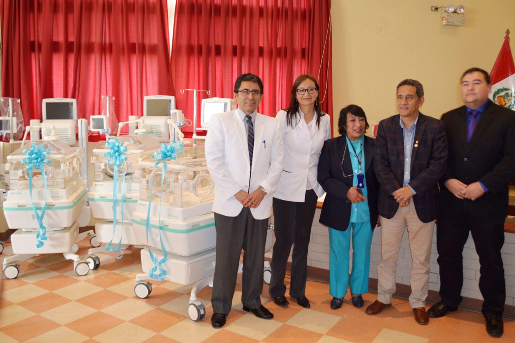 La Unidad de Neonatología del Hospital Regional de Cajamarca cuenta con seis nuevas incubadoras de última generación. Foto: ANDINA/Eduard Lozano